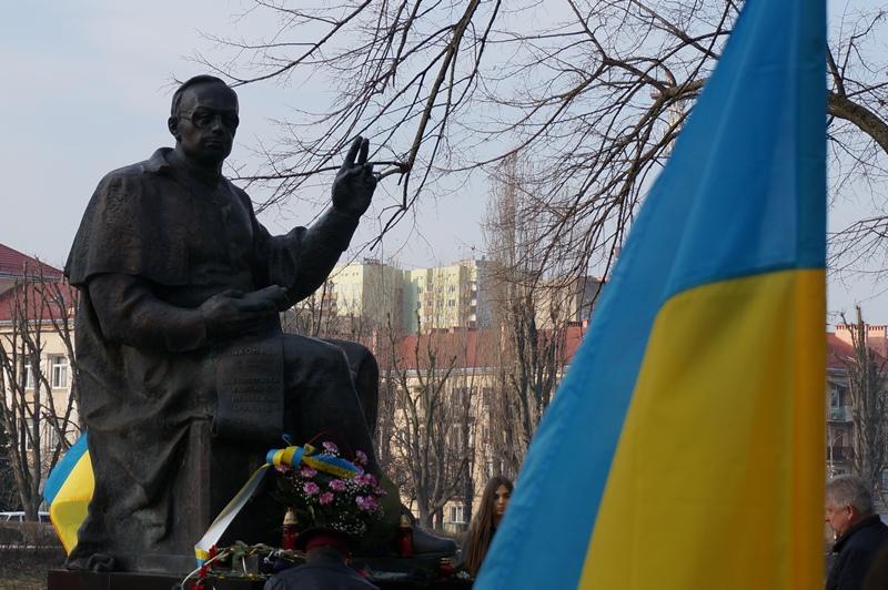Біля пам'ятника о. Августину Волошину, Ужгород, 15 березня 2017